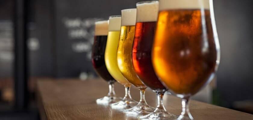 Provsmaka olika typer av öl